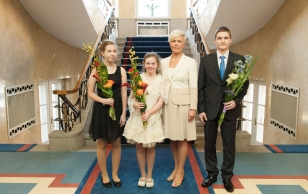 Evelin Ilves presented the Young Athlete's Prizes