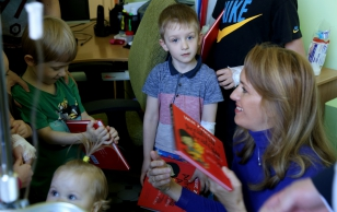 Ieva Ilves in the children's ward of Narva hospital: it is good and necessary that children should get high level medical treatment in their home town