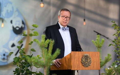 President Toomas Hendrik Ilves on the 25th anniversary of the restoration of Estonian independence at the President's Rose Garden in Kadriorg, 20 August 2016