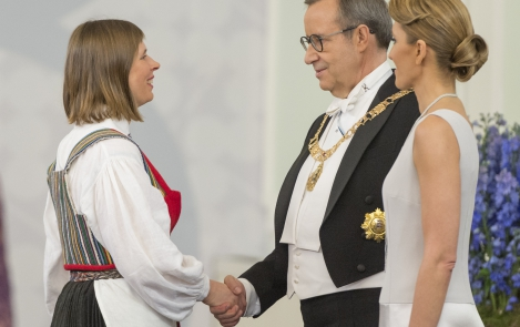 President Ilves congratulated Kersti Kaljulaid on being elected the new Head of State