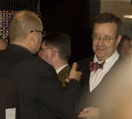 3f56e1002be President Ilves at the The Economic Forum Kite Fly 2009