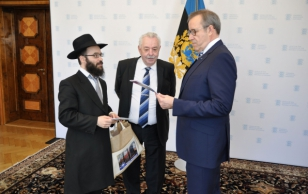 President Ilves met with the Estonian chief rabbi Shmuel Kot and the chairman of the board of the Estonian Jewish Community Boris Oks